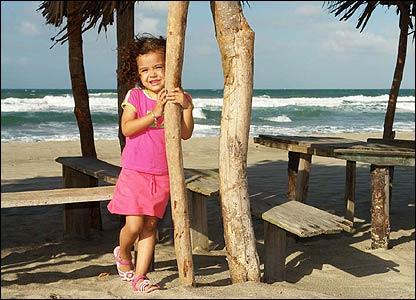 Marcela en la Tornab�, en la costa caribe�a de Honduras