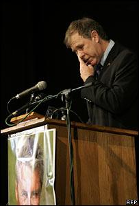 Woolmer's friend Tim Noakes in tears