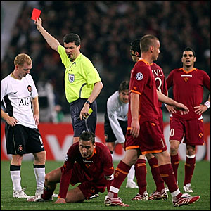 Manchester United's Paul Scholes (left) is sent off