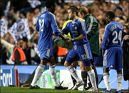 Joe Cole (centre) replaces Jon Obi Mikel for Chelsea