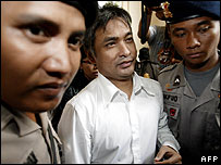 Erwin Arnada (centre) is escorted into court by police in Jakarta on 5 April 2007
