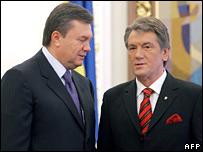 Prime Minister Viktor Yanukovych (left) and President Viktor Yushchenko
