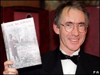 Ian McEwan holding copy of Amsterdam at the 1998 Booker Prize Awards
