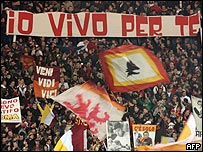 Los aficionados de la Roma antes del partido.
