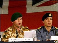 Militares británicos liberados por Irán durante una conferencia de prensa