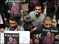 Periodistas palestinos manifiestan en Jenin por la libertad de Alan Johnston