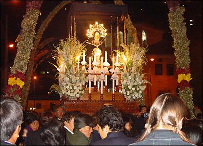 Procesión de la Virgen Dolorosa en Viernes Santo, durante las celebraciones de la Semana Santa en Tarma-Perú