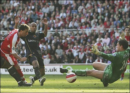 Fabio Rochemback scores Middlesbrough's fourth goal