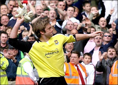 Robert Green throws his gloves into the West Ham fans