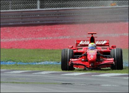 Felipe Massa spins off the track on lap six