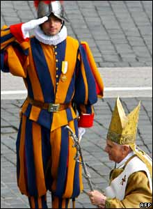 Swiss guard saluting the Pope.