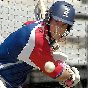 Andrew Strauss will open for England