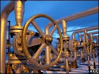 Gas taps in Ukraine - file photo