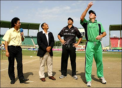 New Zealand captain Stephen Fleming and Ireland captain Trent Johnston complete the toss