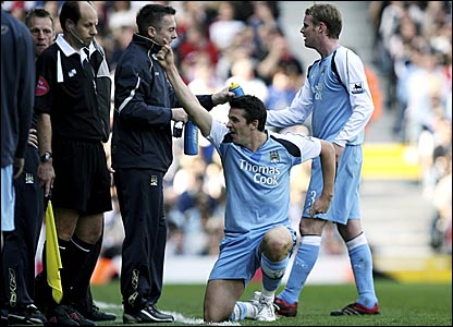Manchester City's Joey Barton celebrates his goal at Fulham