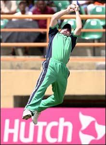 Eoin Morgan catches Hamish Marshall