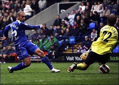 James Vaughan scores Everton's equaliser at Bolton