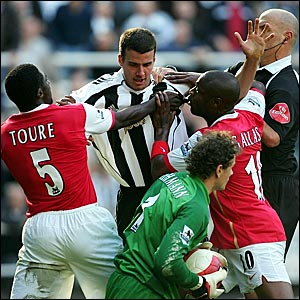 Referee Howard Webb tries to break up a scuffle between Newcastle's Steven Taylor and Arsenal's Kolo Toure (l) and William Gallas after a challenge on goalkeeper Jens Lehmann
