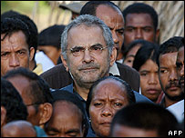 Jose Ramos-Horta (centre) waits in line to cast his vote at a polling station in Dili on 9 April 2007