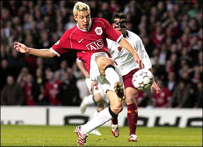Manchester United's Alan Smith scores the second