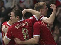 United celebra el primer tanto de Carrick