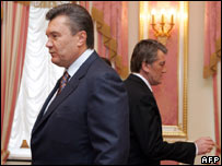 PM Yanukovych (left) and President Yushchenko