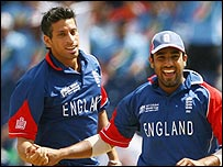 Sajid Mahmood and Ravi Bopara celebrate an early wicket
