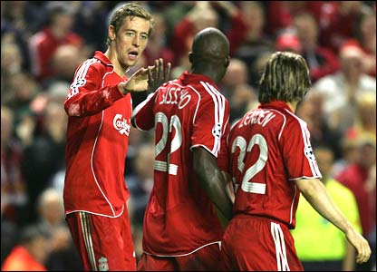 Liverpool celebrate Peter Crouch's goal