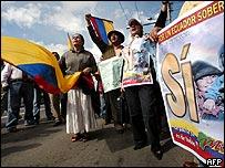 Partidarios del gobierno en Ecuador.