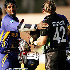 Sri Lanka's Kumar Sangakkara (left) pats New Zealand's Brendon McCullum on the shoulder at the end of the game
