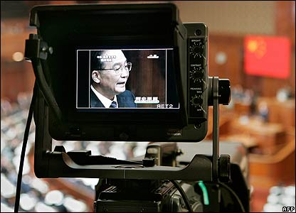 Video camera monitor shows Wen Jiabao delivering his speech to the Diet on 12 April 2007