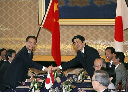 Wen Jiabao (left) and Shinzo Abe shake hands at the start of talks on 12 April 2007