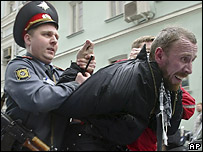 Russian police tackling NBP protesters (Oct 06)