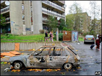 Burnt-out car in Clichy-sous-Bois - October 2005