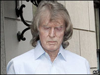 Don Imus leaves his home in New York, 12 April 2007