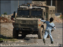 Youth throws stones at Israeli vehicle