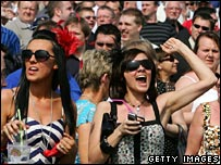 Crowd at Aintree enjoy the hot weather
