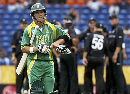 AB de Villiers is dismissed for a duck