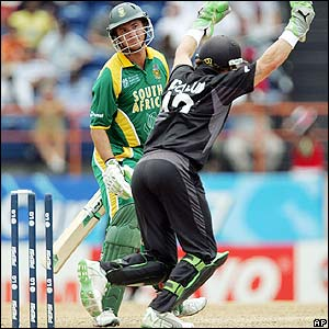 Gibbs is bowled while New Zealand's keeper Brendon McCullum celebrates