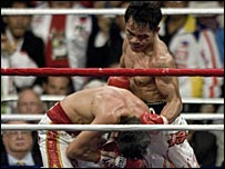 Manny Pacquiao (R) finishes off Jorge Solis
