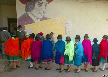 Ecuadoreans queue to vote in the indigenous community of Cangahua, north of Quito