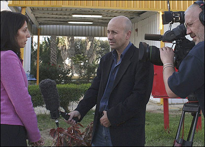 Alan Johnston en sus labores como reportero