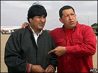 Evo Morales (izq) y Hugo Ch�vez.