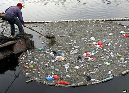 Chinese man clearing rubbish from river near Beijing