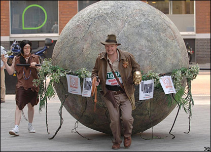"Fundraising marathon runner Lloyd Scott and giant ""boulder"""