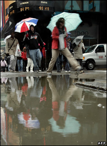 New Yorkers avoid massive puddle