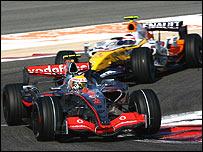 Lewis Hamilton's leads McLaren leads Heikki Kovalainen's Renault in Bahrain