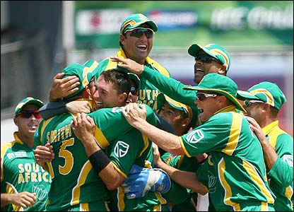 South Africa's players celebrate the dismissal of Pietersen
