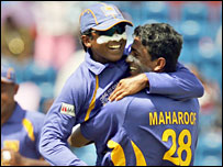 Farveez Maharoof (right) and Mahela Jayawardene