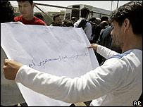 Protester against Tolo TV raid outside parliament